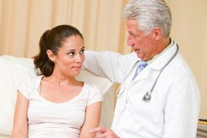 кровянистые выделения после родов с неприятным запахом